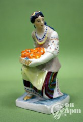 "Скульптура ""Украинка с помидорами"""